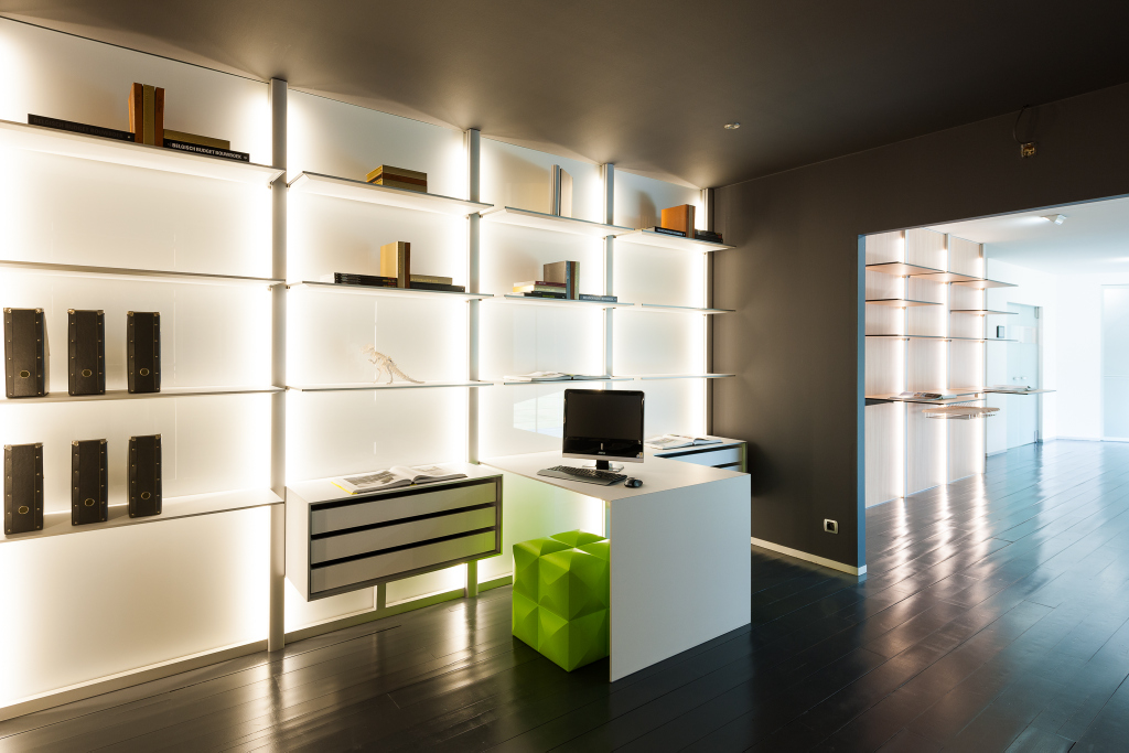 Modern bureau en bibliotheek op maat toonzaal dress a way inloopkasten op maat - Moderne bibliotheek ...