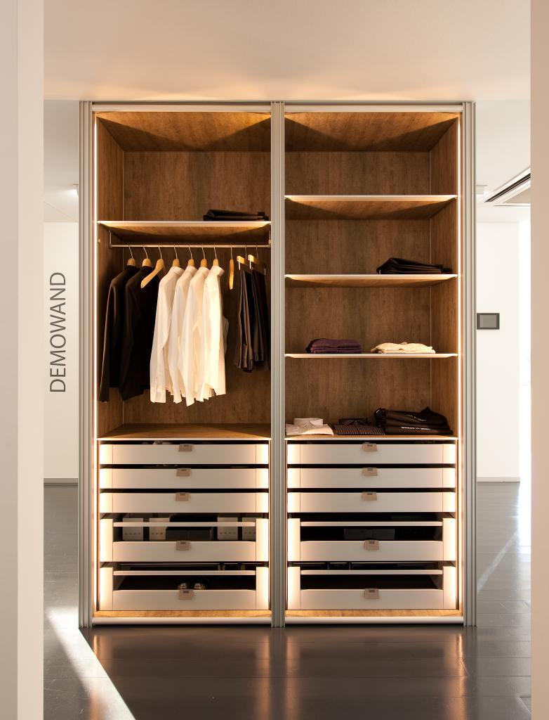 Moderne dressing toonzaal te massenhoven dress a way inloopkasten op maat for Dressing moderne