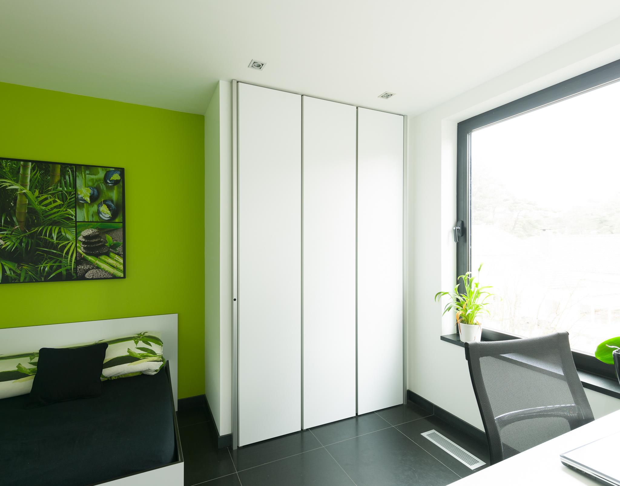 http://dressaway.com/wp-content/uploads/2013/10/Moderne-inbouwkasten-op-maat-voor-een-slaapkamer.jpg