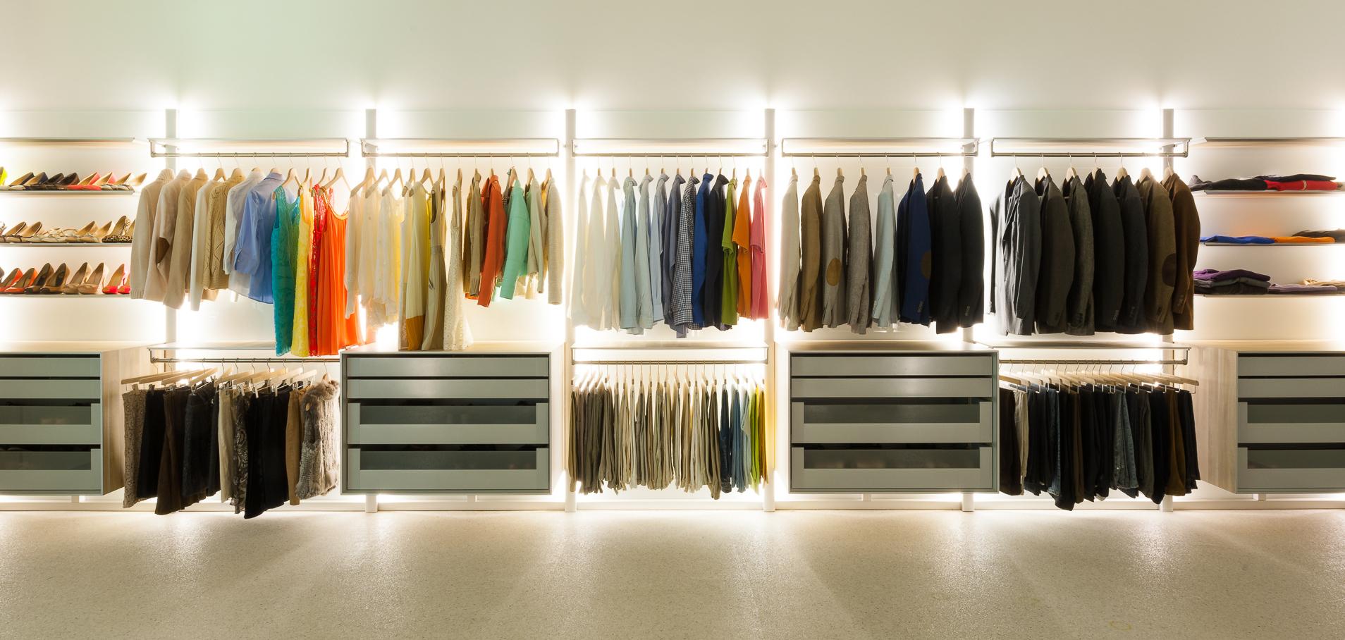 DRESS-A-WAY - Inloopkasten, inbouwkasten en dressings op maat.